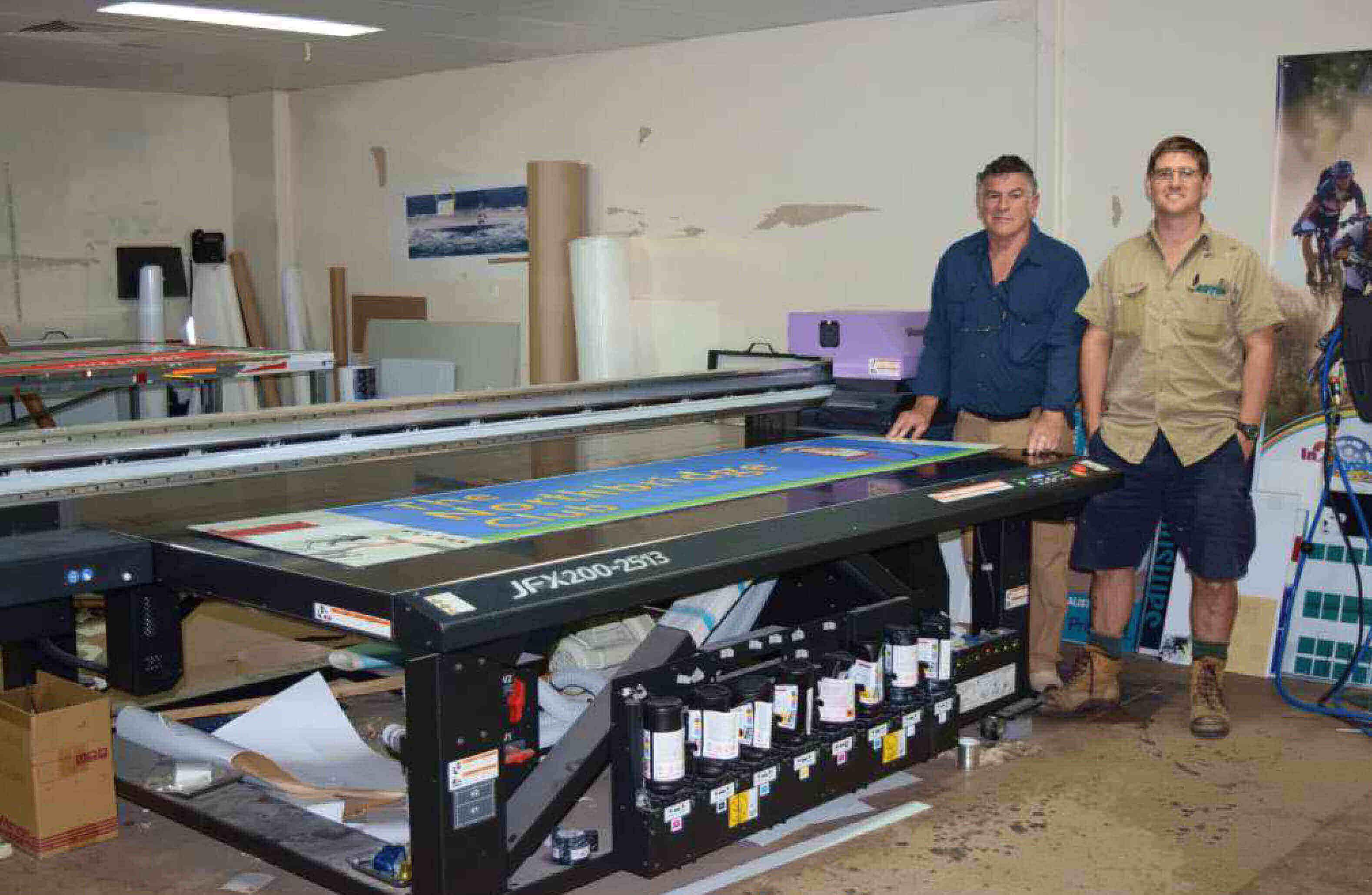 Wide format flatbed printer